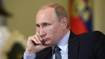 Президент России Владимир Путин во время интервью газете Il Corriere della Sera
