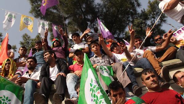 Участники митинга Народно-Демократической партии в Диярбакыре (Турция). Архивное фото