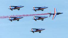 Авиашоу в честь празднования 100-летия военной авиабазы в Туре, Франция. Июнь 2015
