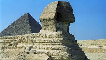 Пирамиды и Большой сфинкс в Гизе. Архивное фото