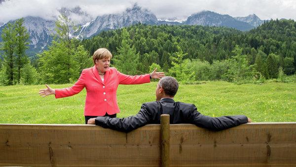 Ангела Меркель и Барак Обама во время саммита G7 в окрестностях замка Эльмау в Баварии. Архивное фото