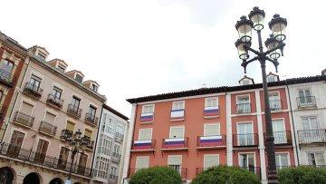 Друзья России вывесили российские флаги в испанском Бургосе