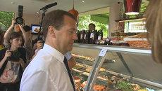 Мороженое и варенье из роз – крымчане показали Медведеву свою продукцию