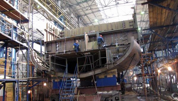 Рабочие на Средне-Невском судостроительном заводе. Архивное фото