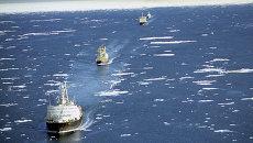 Караван судов на трассе Северного морского пути. Архивное фото