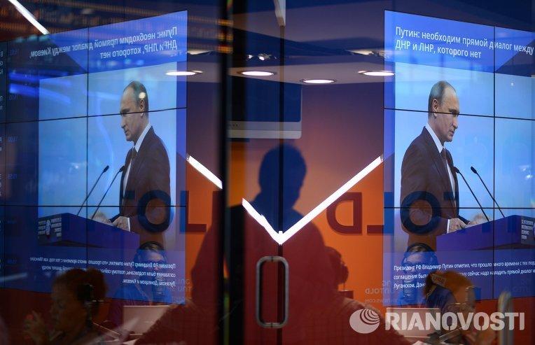 Трансляция выступления президента РФ Владимира Путина на панельной дискуссии в ходе пленарного заседания ПМЭФ