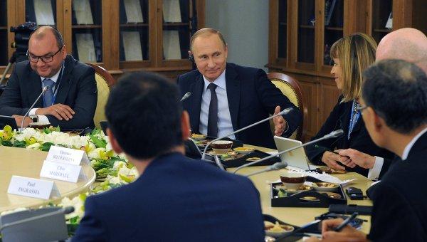 Президент России Владимир Путин во время встречи с руководителями ведущих мировых информационных агентств