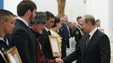 Президент России Владимир Путин на церемонии вручения грамот о присвоении звания Город воинской славы