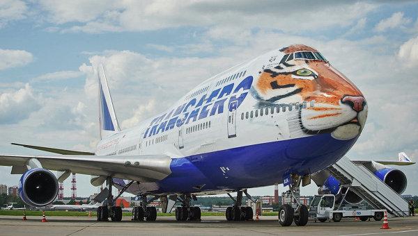 Авиакомпания Трансаэро и созданный Русским географическим обществом центр Амурский тигр представили самолет Boeing 747-400 в тигриной раскраске