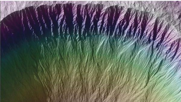 Овраги на склонах кратера Исток. Фото с зонда MRO