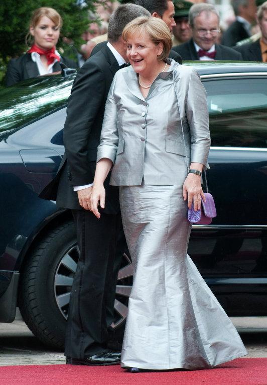 Фото меркель в юбке
