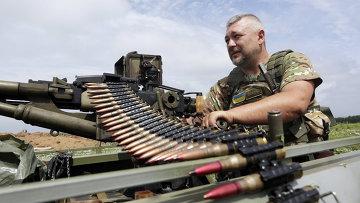 Солдат ВСУ возле села Крымское, Луганская область. Архивное фото