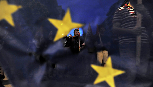 Протестующие перед зданием парламента в Афинах. Архивное фото