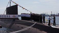 Экипаж подводной лодки Старый Оскол во время торжественной церемонии поднятия Андреевского флага. Архивное фото