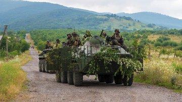 Украинские военные патрулируют местность возле Мукачево. Архивное фото.