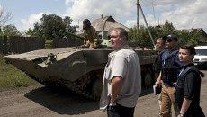 Представители ОБСЕ наблюдают за выводом военной техники ДНР на окраине Дебальцево