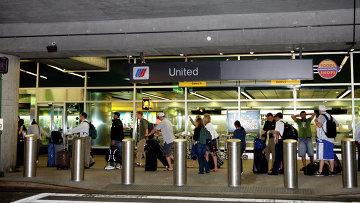 Пассажиры в нью-йоркском аэропорту LaGuardia. Архивное фото