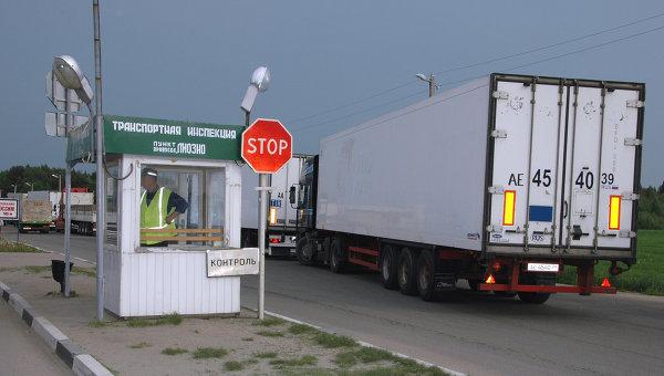 На таможенно-пропускном пункте на границе с Белоруссией. Архивное фото