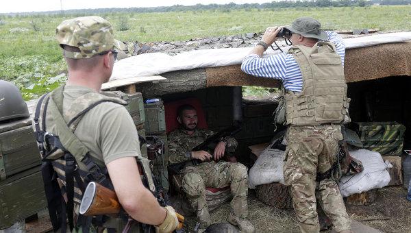 Военнослужащие ВСУ на позициях в селе Крымское Луганской области. Архивное фото.