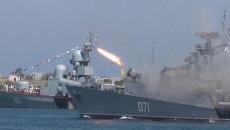 Залпы орудий, парад моряков и фейерверк – как отпраздновали День ВМФ в России