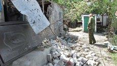 Поврежденный при обстреле силовиками дом в селе Саханка в Донецкой области. Архивное фото