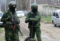 Сотрудники правоохранительных органов во время спецоперации в Буйнакском районе Дагестана