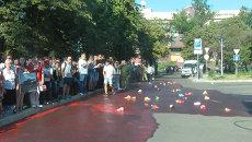 Протестующие разлили кровь перед отелем с наблюдателями ОБСЕ в Донецке