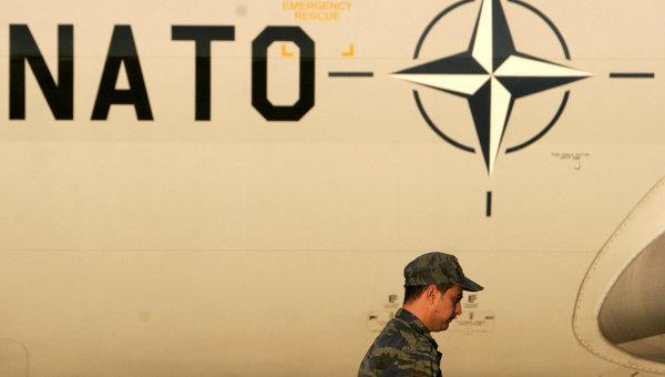Самолет на базе НАТО. Архивное фото