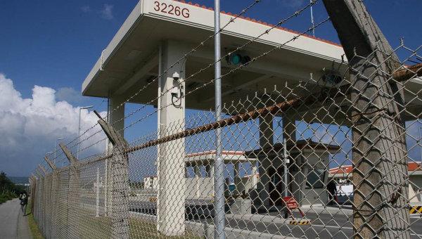 Новые ворота базы Кемп-Шваб в поселке Хэноко. Архивное фото