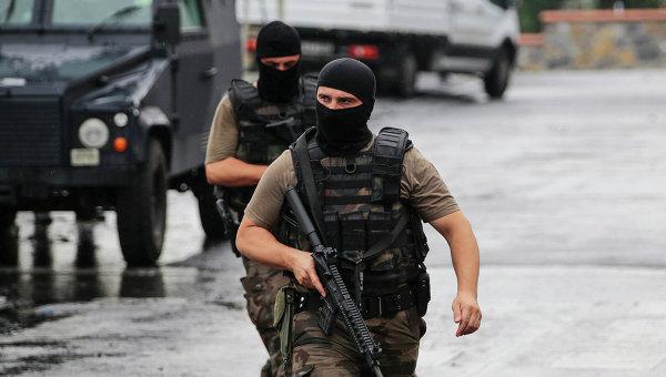 Сотрудники полиции Турции на месте теракта в Стамбуле