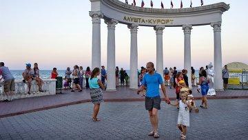 Отдыхающие в Крыму, архивное фото