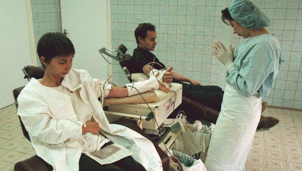 Москвичи сдают кровь в больнице