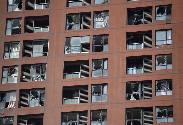 Разрушенные здания в результате взрывов на складе опасных веществ в промышленном городе Тяньцзинь в Китае