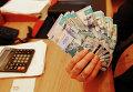 Тенге - национальная валюта Казахстана в одном из обменных пунктов в Алма-Ате