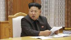 Северокорейский лидер Ким Чен Ын на экстренном заседании Центрального военного совета