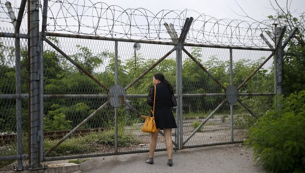 Забор демилитаризованной зоны, разделяющей Северную и Южную Корею