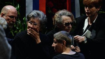 Родные и близкие на церемонии прощания с актером и режиссером Львом Дуровым