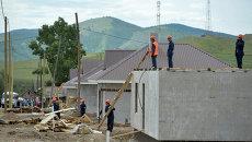 Строительство домов для пострадавших от пожаров жителей села Усть-Бюр в Хакасии. Архивное фото