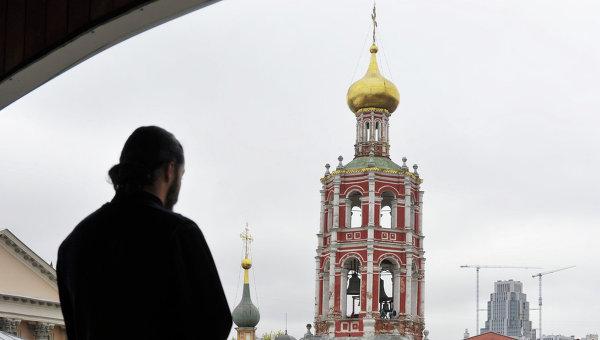 Вид на колокольню ансамбля Высоко-Петровского монастыря.