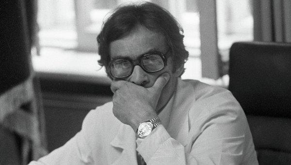 Хирург Александр Коновалов, архивное фото