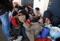 Беженцы из стран Ближнего Востока на станции Уэст Банкхофф в Вене