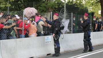 Беженцы на сербской границе ждут возможности перейти на венгерскую сторону на КПП Хоргош-Реске