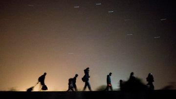Беженцы возле венгерско-сербской границы. Архивное фото
