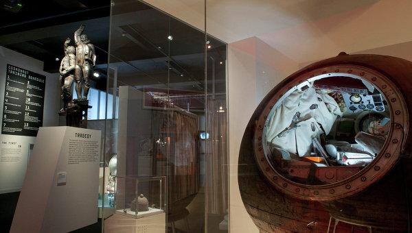 Спускаемый аппарат корабля Восход-1 на российской космической выставке в Лондоне. Архивное фото
