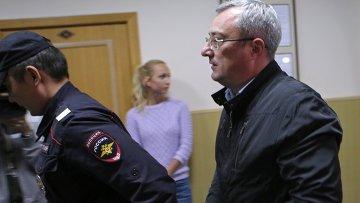 Рассмотрение ходатайства следствия об аресте главы Республики Коми В.Гайзера