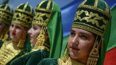 Участницы фестиваля национальных культур и подворий народов Дагестана на площади Свободы в рамках празднования 2000-летия Дербента
