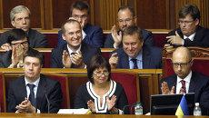 Министр финансов Украины Наталья Яресько, премьер-министр Арсений Яценюк и члены кабмина