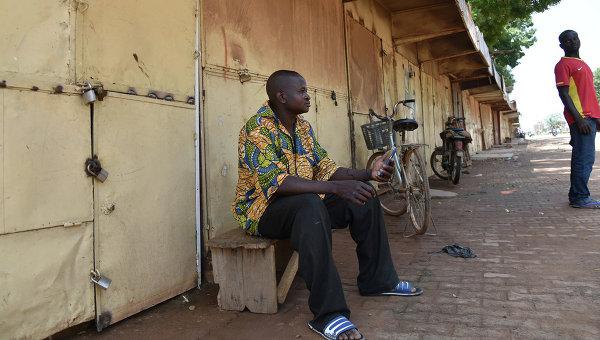 Жители столицы Буркина-Фасо города Уагадугу. Архивное фото