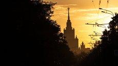 Главное здание Московского государственного университета (МГУ) на Воробьевых горах. Архивное фото