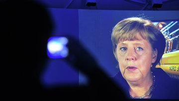 Канцлер Германии Ангела Меркель во время телемоста. Архивное фото